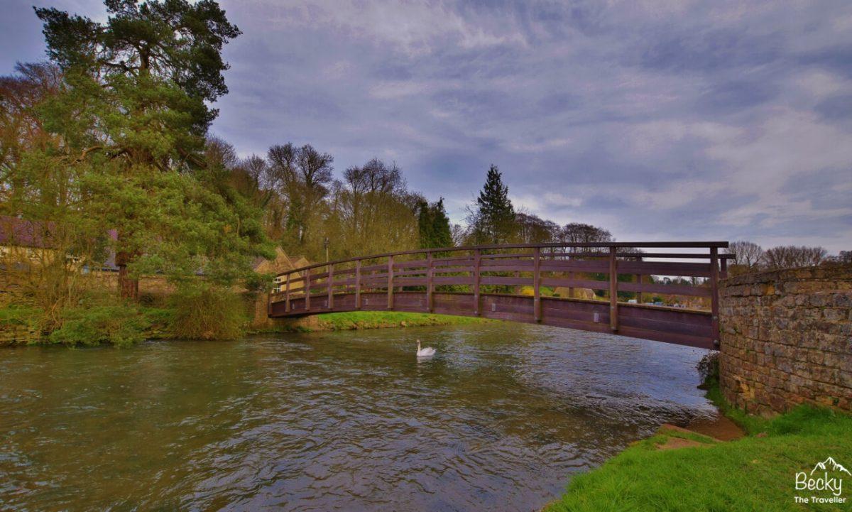 Bridge Bilbury Village - Pretty Cotswolds