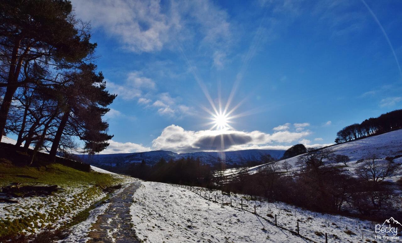 Winter hiking for beginners - Snow in Peak District